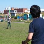 キャッチボールをする高原夫妻